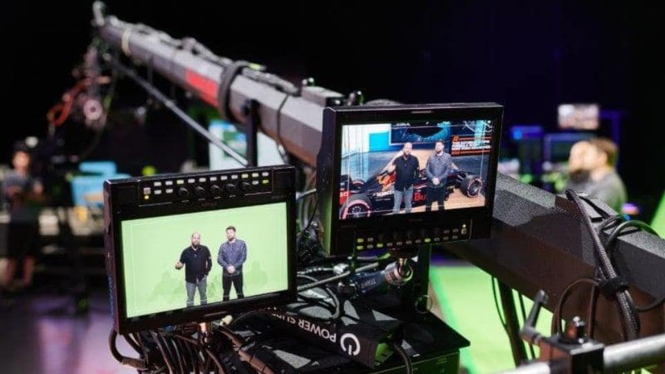 Virtual studio recording with green screen