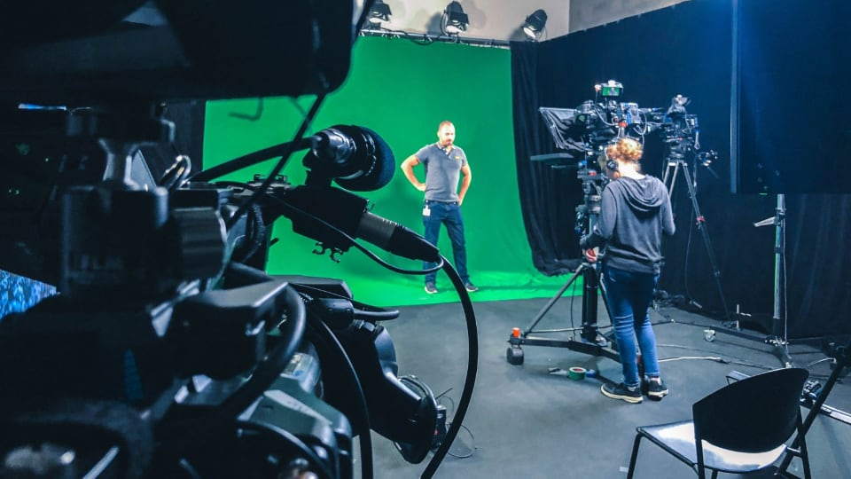 live streaming in front of green screen in virtual studio