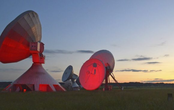 Illuminated satellite dishes by Neumann&Müller for the Night of Light
