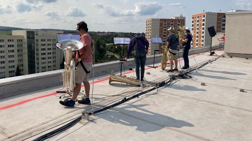 "Open-air concert on rooftops: ""Himmel über Prohlis"" by Neumann&Müller"