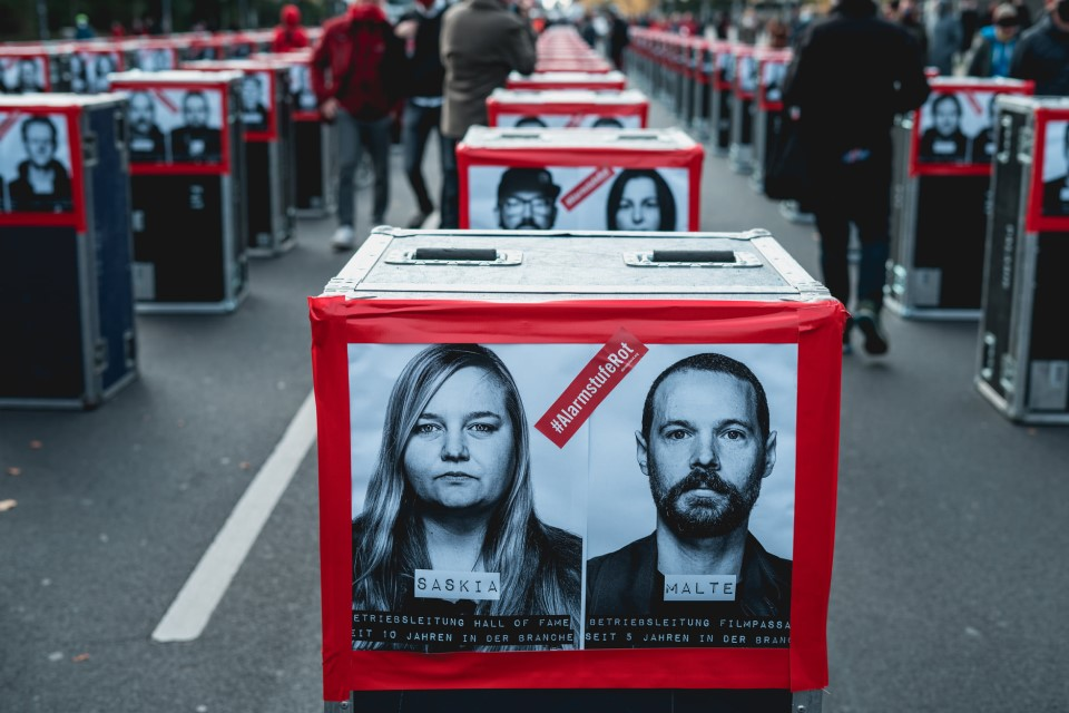 Lined-up flight cases at the Alarmstufe Rot demonstration in Berlin on October 28, photo by Ralph Larmann